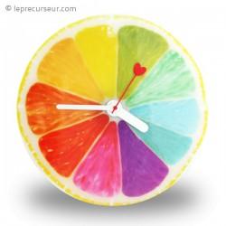 Horloge en forme de demi-agrume coloré