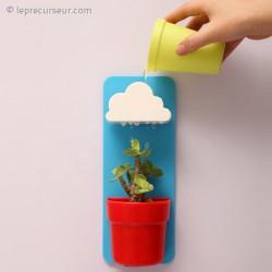 Pot de fleur avec nuage arroseur