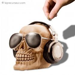 Tirelire crâne avec lunettes de soleil et casque
