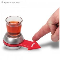 Plateau avec flèche et verre à boire