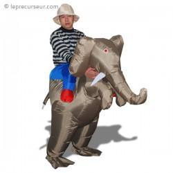 Déguisement explorateur sur éléphant