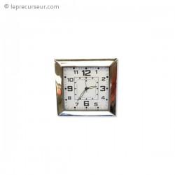 Petite horloge carrée caméra cachée