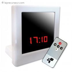 Réveil à écran LED et caméra espion