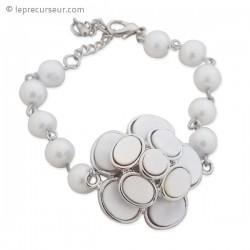 Bracelet galets et perles nacrés et monture couleur argentée