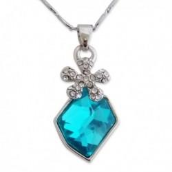 Collier pendentif fleur en strass et turquoise