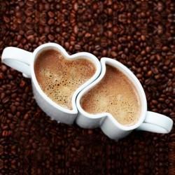 Deux tasses imbriquées cœur