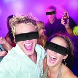 Paire de lunettes barre noire