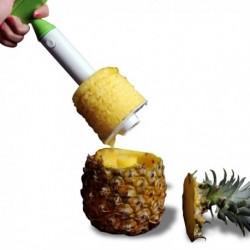 Epluche et découpe ananas