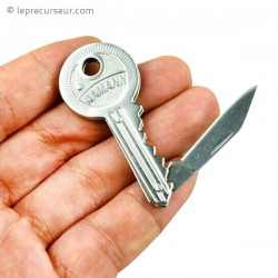 Clé avec petit couteau