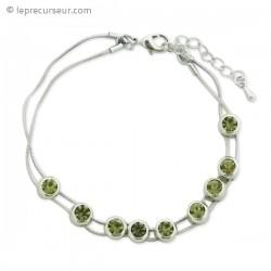 Bracelet élégant aux bijoux verts