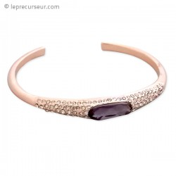 Bracelet doré semi-ouvert paré de fausses pierres précieuses