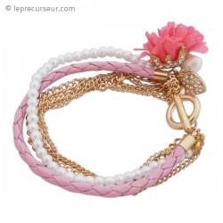Bracelet aux multiples bijoux