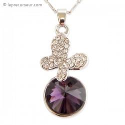 Collier au pendentif papillon et sa fausse pierre violette