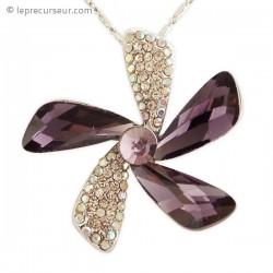 Collier au pendentif floral strass et faux cristal violet