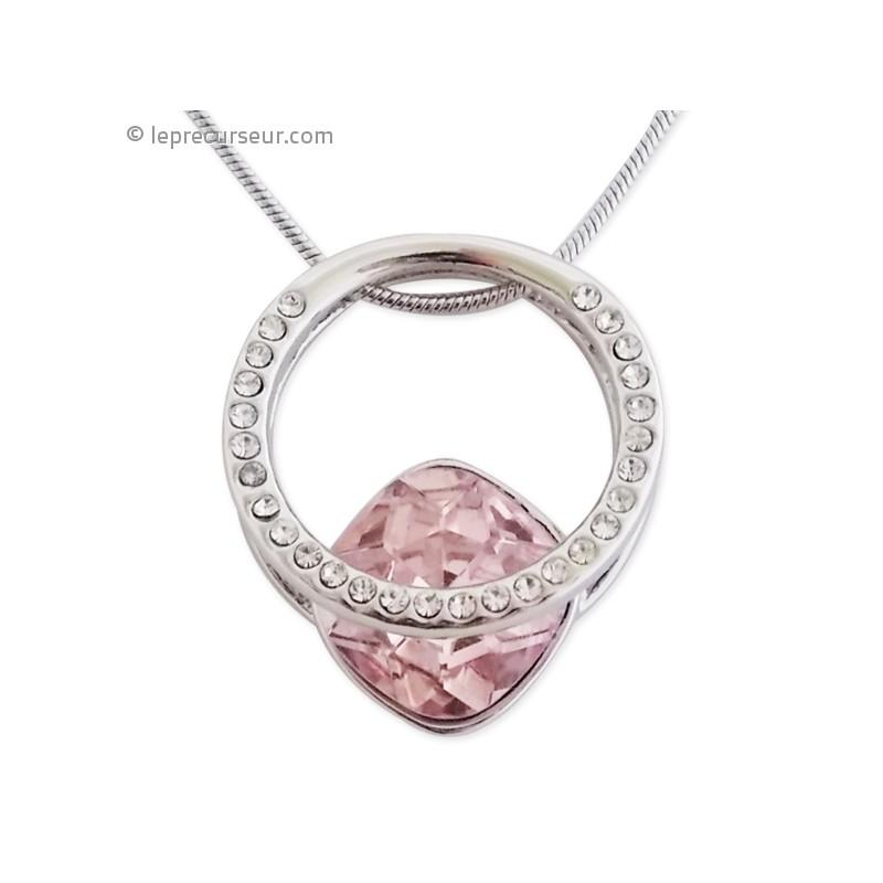 Collier avec pendentif rose