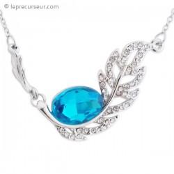 Collier couleur argent décoré de strass et faux cristal bleu