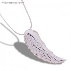 Collier argenté brillant à pendentif aile d'ange