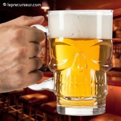 Verre à bière en forme de tête de mort