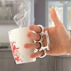 Mug ensanglanté anse poing américain